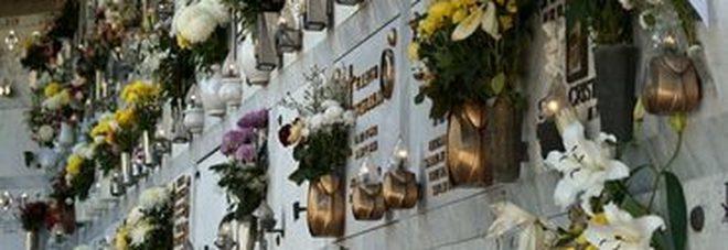 Il custode chiude e va via Due donne restano prigioniere nel cimitero