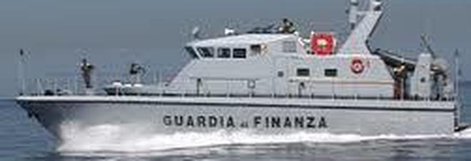 Inseguimento in mare: sequestrata droga per 15 milioni, arrestati due trafficanti