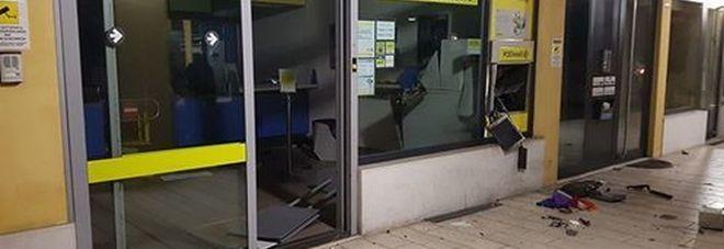 Assalto alle Poste: banditi coprono  la fuga azionando un estintore /Ft