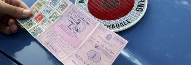 Traffico di patenti false a cittadini stranieri: 94 persone denunciate