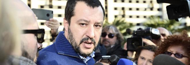 """Salvini e la prostituzione: """"Riaprire e tassare le case chiuse"""". Ma l'attivista storica gela il leader leghista"""