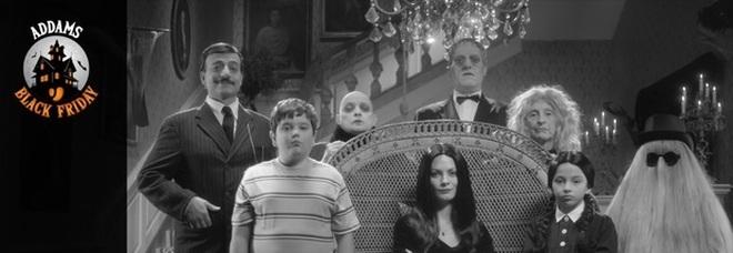 Black Friday, Unieuro lancia l'Addams Black Friday: l'originale campagna pubblicitaria sui prodotti hi-tech