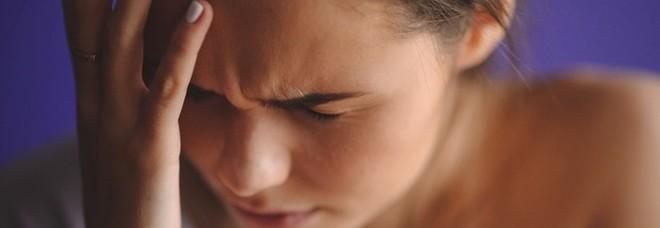 Soffrire di emicrania quadruplica il rischio di Alzheimer: «Legami tra cefalee e demenza»