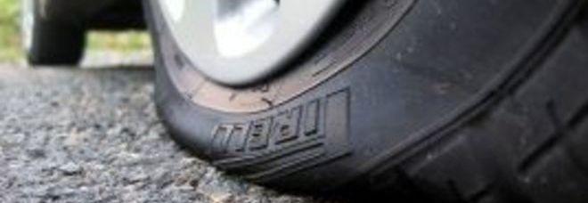 Uno pneumatico forato