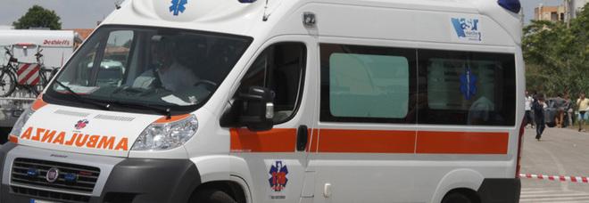 Falciata da un'auto appena uscita di casa: grave ragazza 14enne sul lungomare