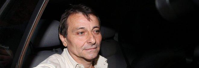 Ritirato il passaporto a Cesare Battisti e alla moglie: dati falsi per le nozze