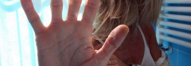 Ragazzo di 14 anni accoltella il compagno della madre per salvarla dalle botte