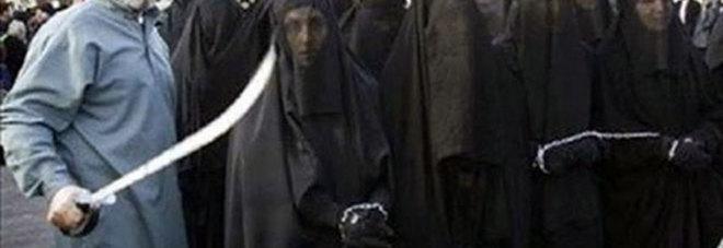 «Donne stuprate perché forse legate all'Isis: non le aiutano e non possono tornare a casa»