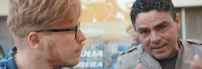"""L'ex Iena e l'attore candidati, finisce in rissa. La Vardera: """"Tutto un bluff per girare un film"""""""