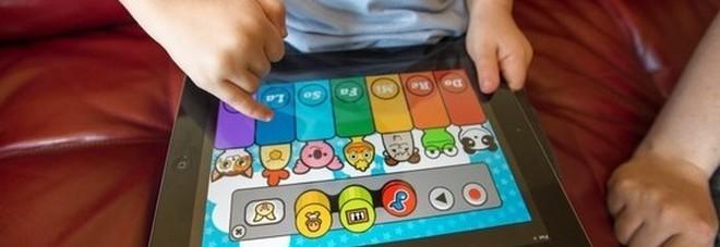 Le app spiano i nostri figli mentre giocano: l'allarme da uno studio americano