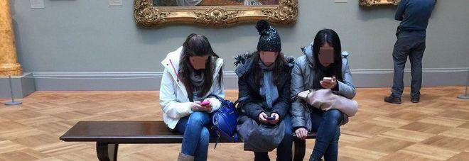 Smartphone al museo, la domanda che divide l'America: «Cosa c'è che non va in questa foto?»