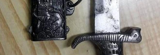 Coltello persiano con lama da 25 cm nascosto nel camion, lo scoprono ma la risposta è surreale