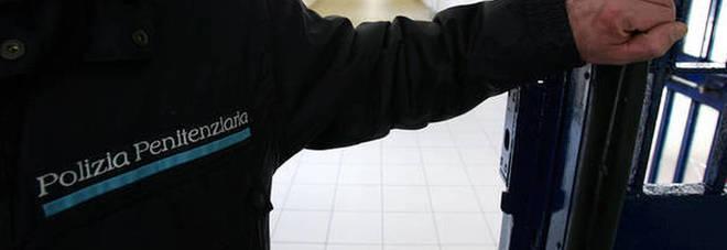 Sanremo, choc nel carcere: agente di polizia si uccide con la pistola d'ordinanza