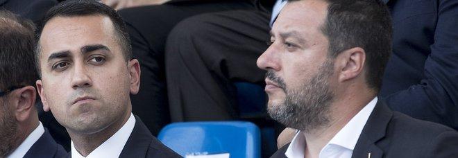 Di Maio: «Crisi? Salvini la minaccia ogni giorno». E poi: «Aboliamo il bollo auto»