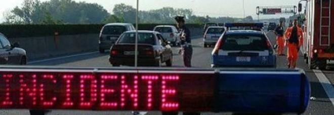 Schianto furgone-tir sulla A4: disagi al traffico, soccorsi in contromano