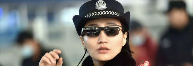 Polizia cinese con smart glasses