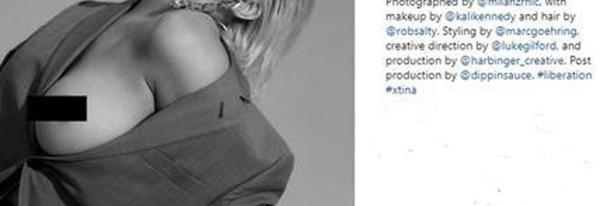 Christina Aguilera hot, un topless decisamente bollente per il nuovo disco Foto