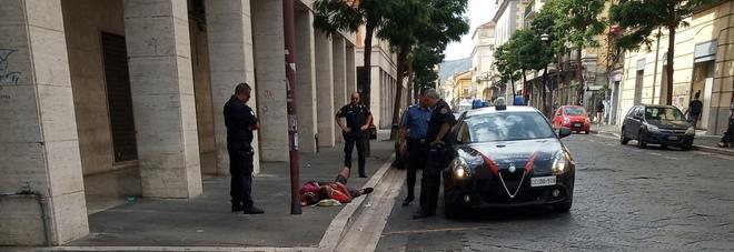 Atti osceni in pubblico tra clochard: intervengono i carabinieri