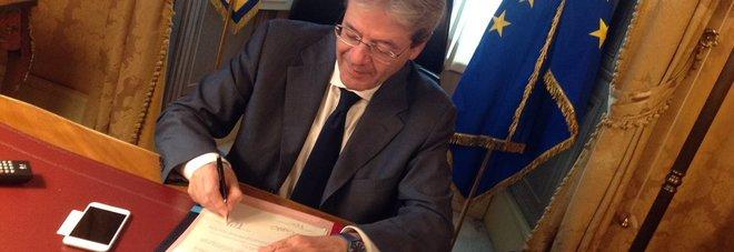 Pensioni, Gentiloni firma decreti Ape: anticipo per migliaia di persone Domande 2017 entro il 15 luglio