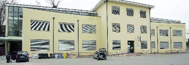 Emergenza radon alla scuola primaria: «Trasferite subito i bambini»