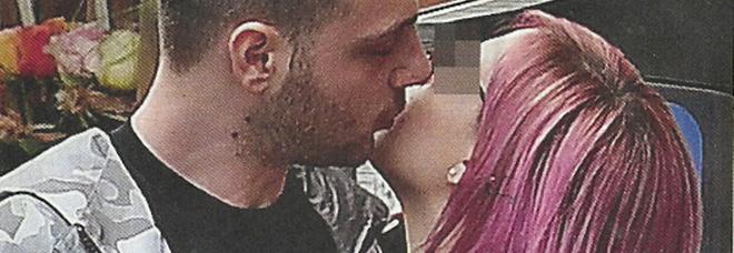 XFactor, Anastasio innamorato: baci con la ragazza misteriosa dai capelli rosa