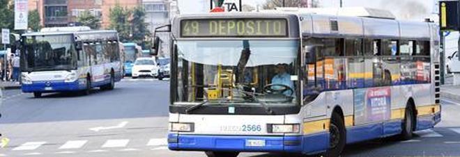 Insulti sul bus perché nera: 15enne discriminata ricevuta in Procura