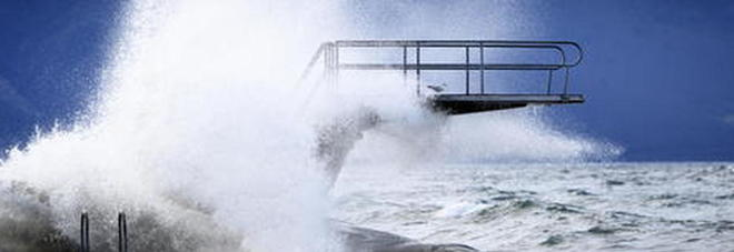 Ciclone Ciara si abbatte sul nord Italia: vento oltre i 200 km/h. Morta una donna a Sondrio: colpita da un tetto scoperchiato