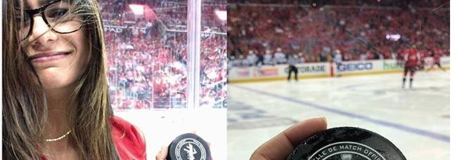 Dramma per la pornostar Mia Khalifa, colpita al seno durante una partita di hockey