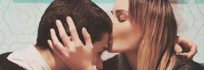 Nina Moric e la foto col figlio Carlos: «Amore incondizionato»