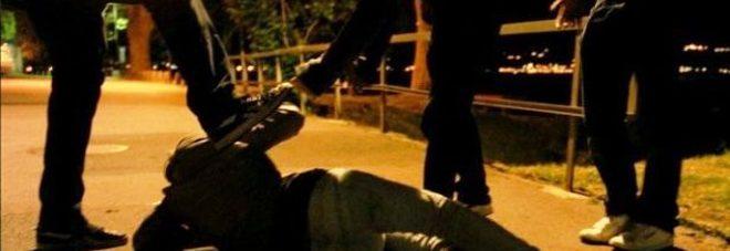 Giovane africano pestato a sangue: «Tornatene a casa tua»