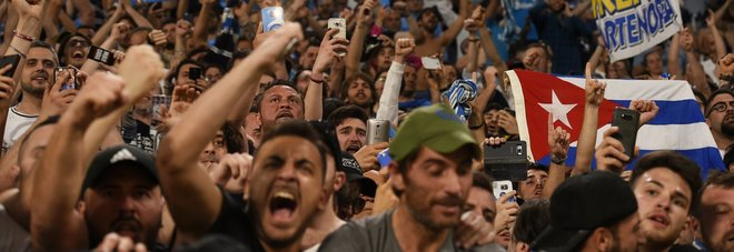 Napoli, la festa dei mille garibaldini a Torino: «Diventiamo campioni»