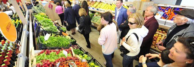 Consumatori al supemercato