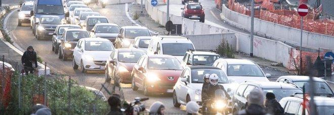 """Traffico, peggio di Roma solo Bogotà: ogni anno 254 ore nel traffico. Anche Milano nella """"top ten"""""""