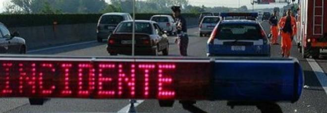Tir perde il carico in A4 a Vicenza:  15 km di coda verso Verona