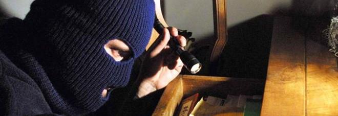 Altri tre furti in casa in una delle abitazioni rubati oro e contanti per 20mila euro