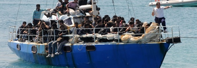 Migranti, 64 sbarcano a Crotone: ok del Viminale per le condizioni meteo avverse