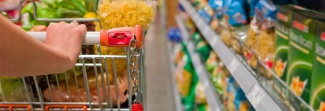 I sacchetti per frutta e verdura diventano a pagamento, nuova stangata sulla spesa