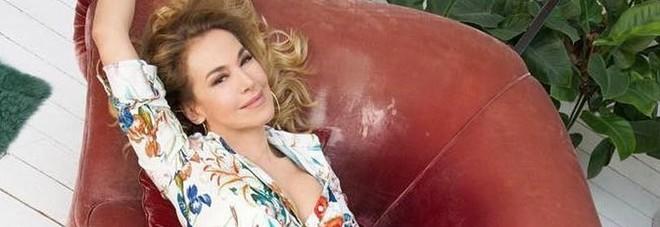 Barbara D'Urso si racconta: «La mia infanzia difficile mi ha insegnato a sorridere alla vita»