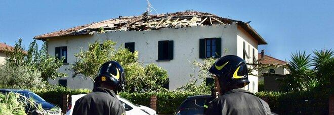 Maltempo, tromba d'aria nel Livornese, due feriti gravi. Neve nel Lazio, non accadeva da anni. Disagi a Roma