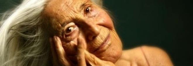 Nonna Licia Fertz, influencer e modella osè a 89 anni: «Instagram mi ha fatto rinascere»