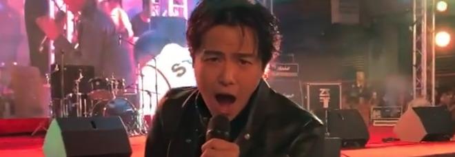 Morto il cantante Alien Huang, aveva 36 anni: «Forse suicidio, è la terza star in tre giorni»