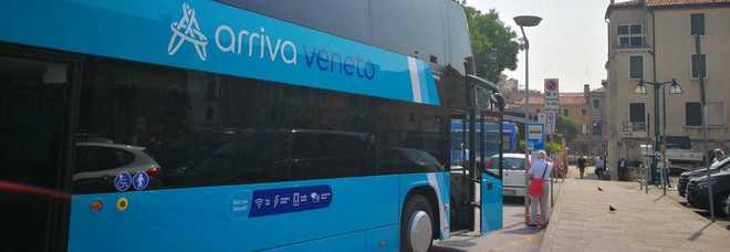 Bus della linea 80 multato: pendolari al lavoro in ritardo