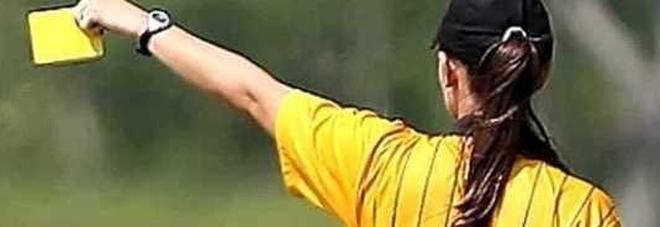 Ragazza arbitro di 16 anni aggredita e insultata in una gara dilettanti da allenatore e tifoso