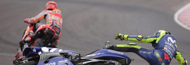Marquez-Rossi scintille ai box, il clan di Valentino: «Non venire qui»