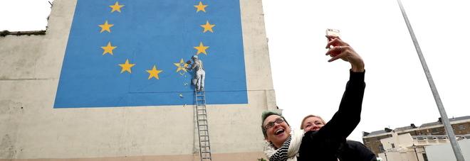 Brexit, Banksy la racconta così: a Dover il suo nuovo murales -FOTO