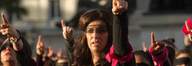 Sanremo, il flash mob contro la violenza sulle donne davanti all'Ariston