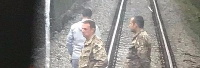 Tragico gesto di un 15enne: si lancia sotto il treno prima di andare a scuola