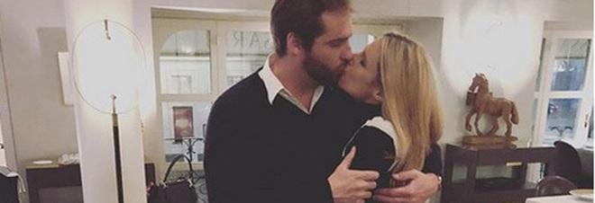 """Michelle Hunziker compie 41 anni, il marito Tomaso Trussardi la """"circonda"""" con le rose: """"Il regalo più bello...l'Amore...#"""