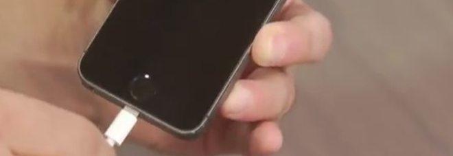 Caricare lo smartphone? In futuro dovremo farlo solo quattro volte all'anno