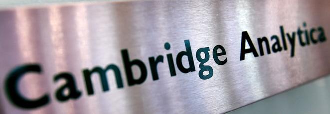 Cambridge Analytica annuncia la chiusura dopo lo scandalo Facebook